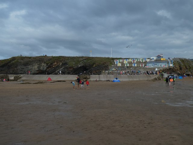 Bude beach, retaining wall of pool and cliffs