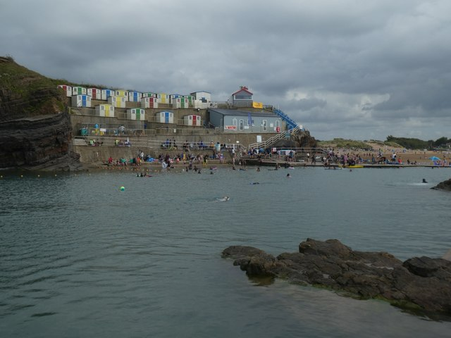 Bude seawater swimming pool and associated cabins