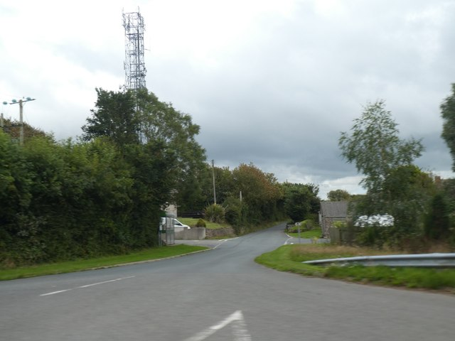 Road and mast at Treskinnick Cross