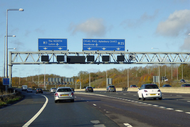 Anticlockwise M25 approaching the Chiswell Interchange at Bricket Wood
