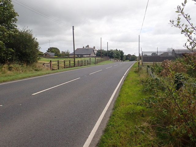 View South-eastwards along a momentarily empty stretch of the Concession Road