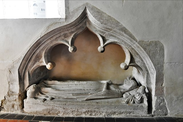 Silchester, St. Mary's Church: Beautiful effigy of a c14th lady known as 'Eleanor' 1