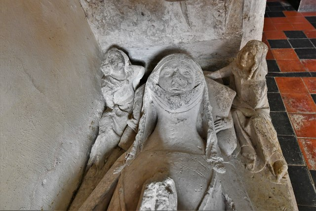 Silchester, St. Mary's Church: Beautiful effigy of a c14th lady known as 'Eleanor' 3