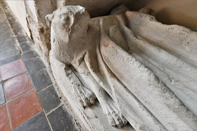 Silchester, St. Mary's Church: Beautiful effigy of a c14th lady known as 'Eleanor' 4