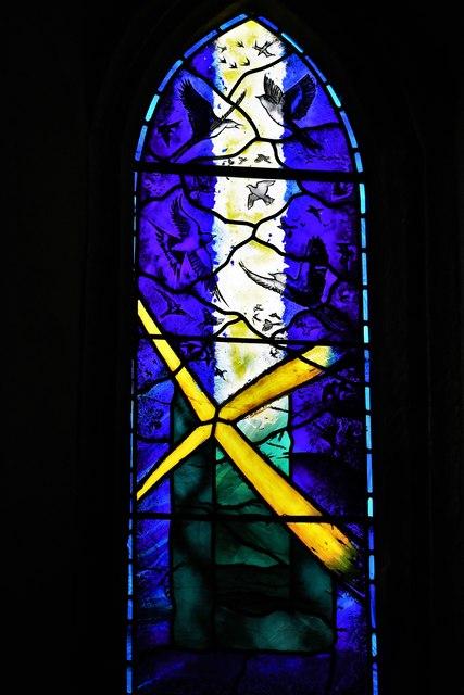 Silchester, St. Mary's Church: The 'Carpe Diem' memorial window