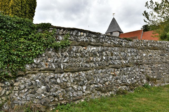Silchester: Roman town wall and St. Mary's Church