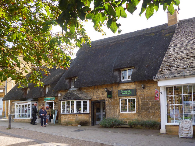 Thatched shops, High Street. Broadway