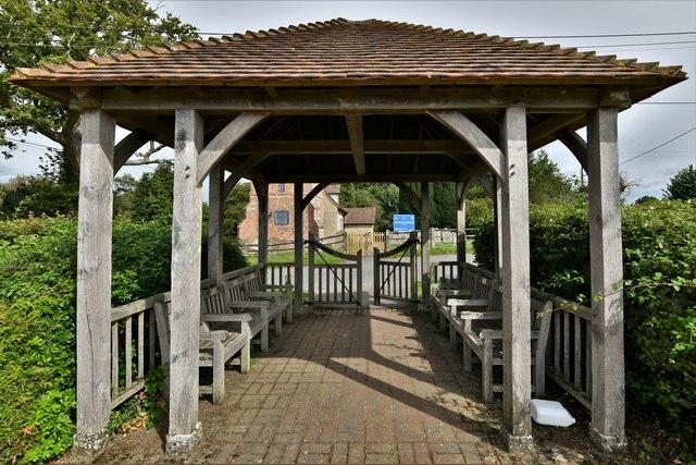 Tadley Cemetery: The entrance