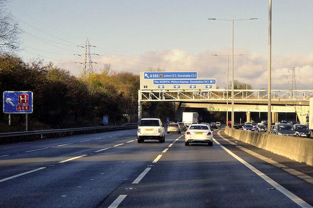 M1 Motorway, Luton