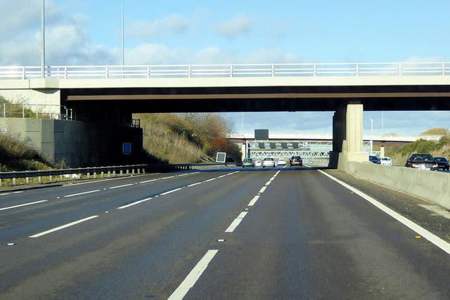 Northbound M1, Flyover at the Chalton Interchange