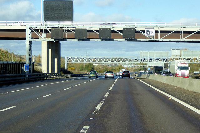 Northbound M1, Luton Road Bridge near Chalton