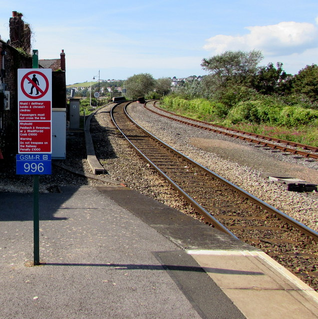 Welsh/English notice at the western end of Barry Island railway station