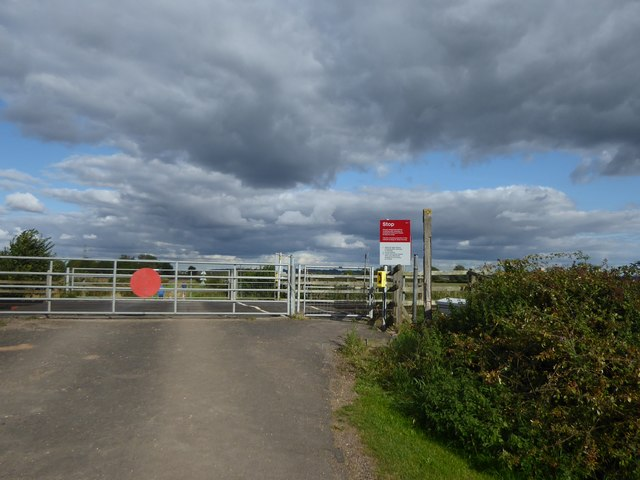 The hand operated crossing at Tetheringrass Lane
