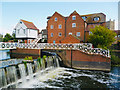 SO8832 : Weir and mill, Tewkesbury by Robin Drayton