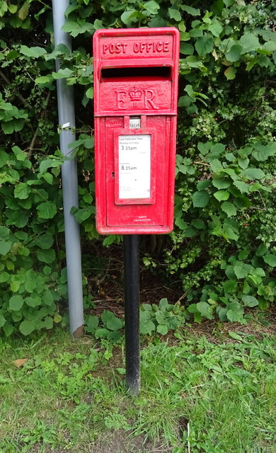 Elizabeth II postbox, Doley