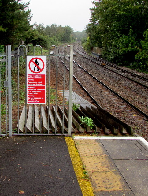 Warning notice at the NW end of platform 2, Llantwit Major station