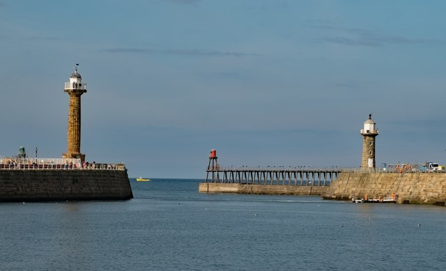 Whitby : Harbour entrance