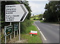 SO1073 : B4356 direction sign alongside the A483 in Llanbister by Jaggery