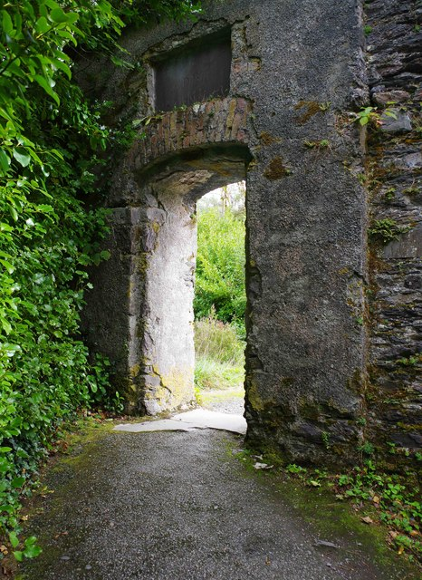 Ilnacullin/Garinish Island, Co. Cork - archway in wall by the Martello Tower