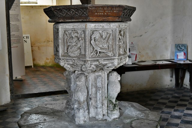 Shimpling, St. George's Church: The font 4