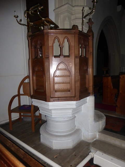 St Andrew, Colne Engaine: font