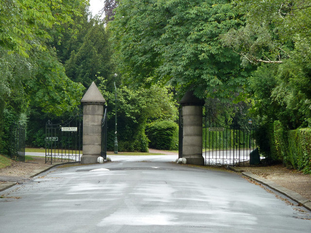 Gates to private roads, Woodcote