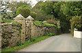SX6348 : Gatepiers, Great Torr by Derek Harper