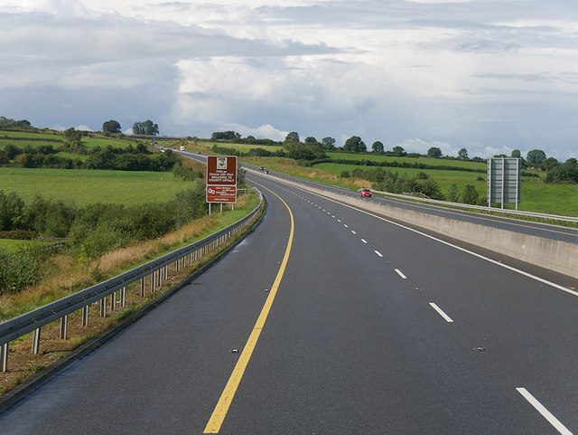 Westbound M7, Welcome to County Offaly