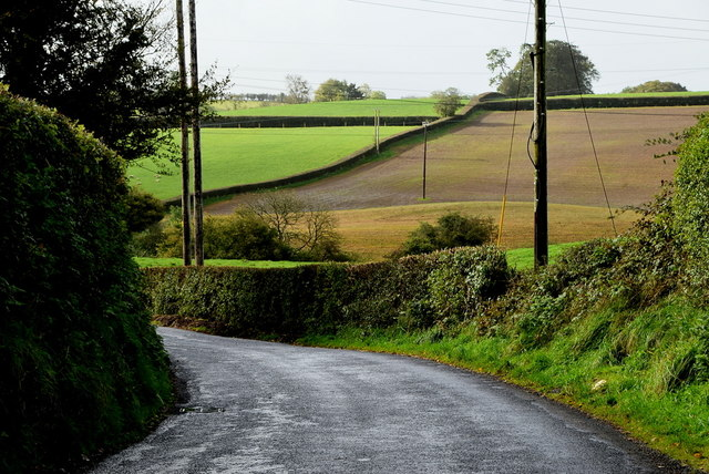 A hidden bend along Ballynahatty Road