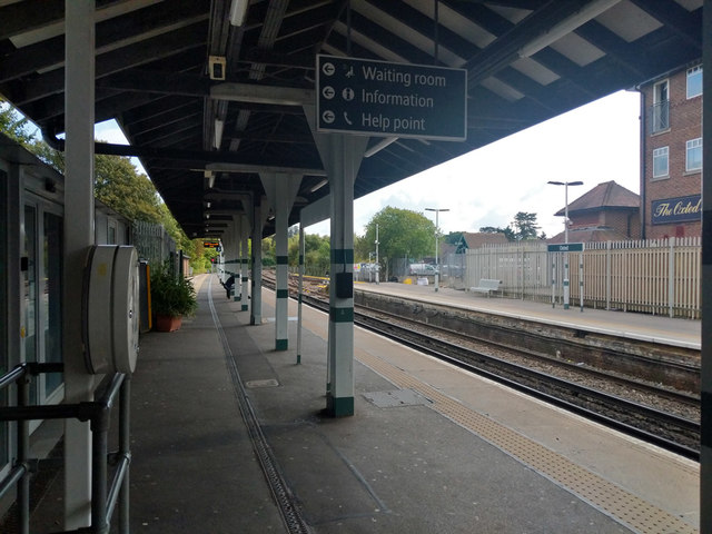Oxted station, down platforms