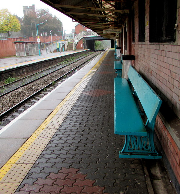 Former GWR bench, platform 2, Caerphilly station