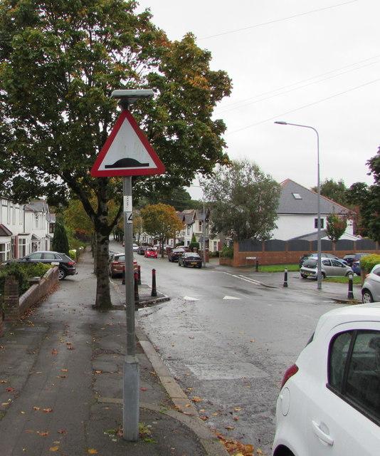 Wordless warning sign, Lake Road North, Heath, Cardiff