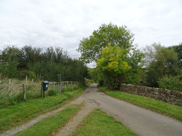Minor road heading out of Tadmarton