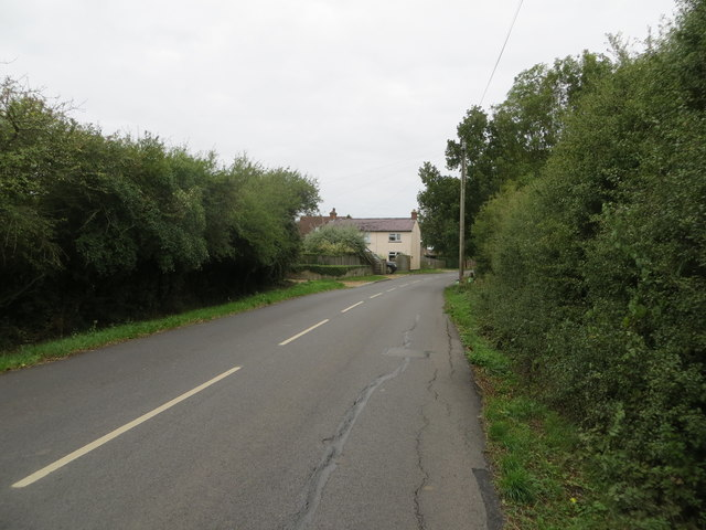Road approaching Ford