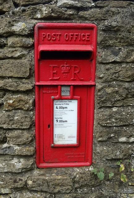 Elizabeth II postbox on the B4035, Lower Tadmarton