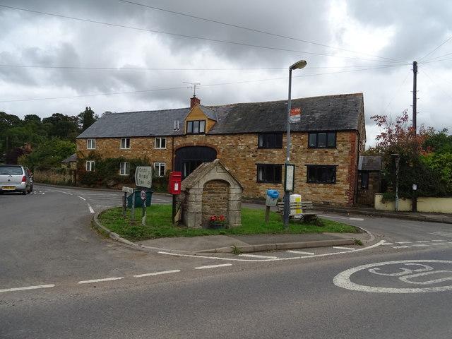 Houses on Castle Hill, Upper Brailes