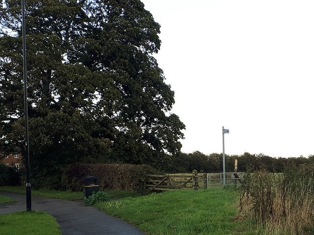 Start of the footpath to Thorpe Park