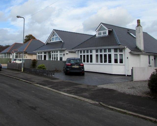 Four bungalows, Lon-y-deri, Rhiwbina, Cardiff