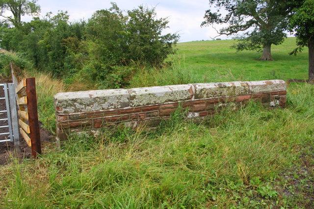 Northeast parapet of Kingshillside Bridge