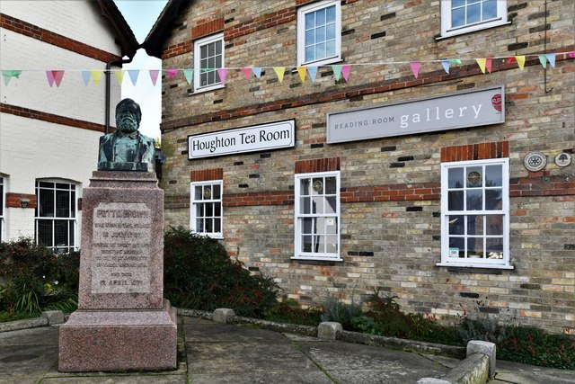 Houghton: Tearoom, gallery and the Potto Brown monument