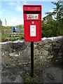 SN0403 : Elizabeth II postbox, Milton by JThomas