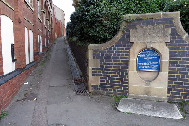 Temperance fountain and footpath to church street