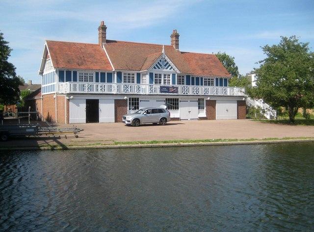 Cambridge: Emmanuel College boathouse
