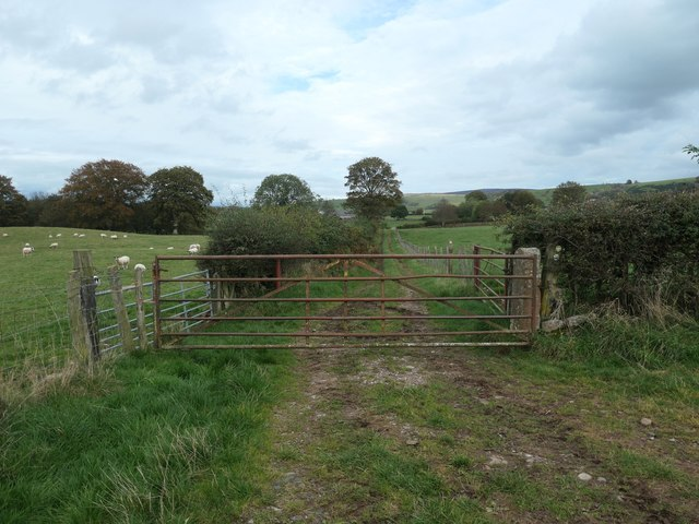 Public footpath heading north to Common House