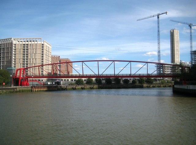 River Lee: Bow Creek: City Island footbridge