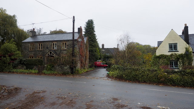 Houses by the B4293, Itton