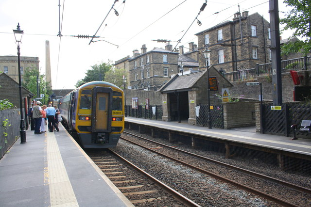 Passengers alighting from delayed train at Saltaire Station