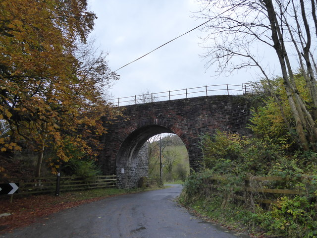 Railway arch and bridge over the road at Gravel