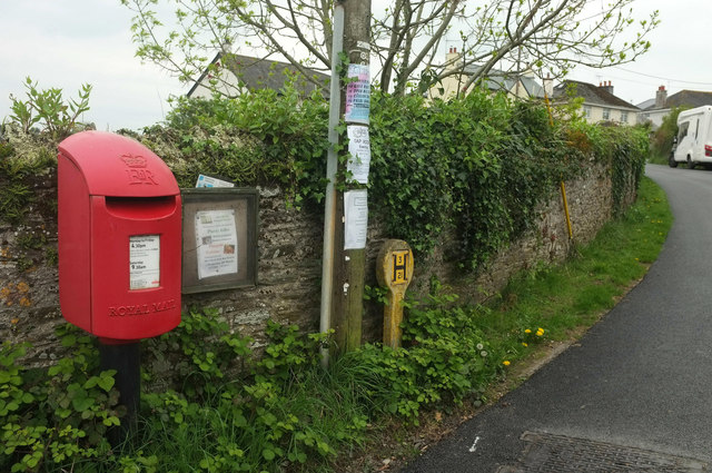 Postbox and noticeboard, Bere Ferrers