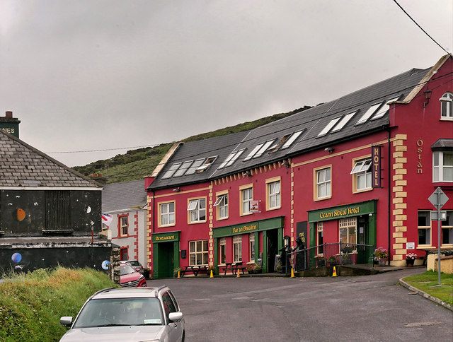 Ballyferriter Main Street, Ceann Sibeal Hotel